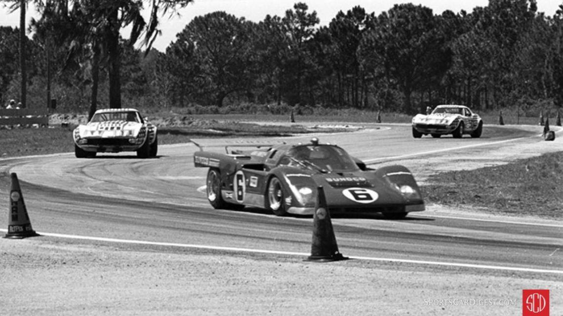 Donohue leads the Greenwood Corvettes through the Green Park Chicane. (Photo: www.autosportsltd.com)