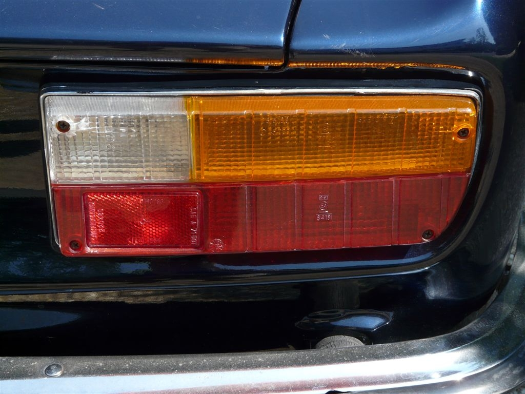 myalfa-gtv-right-rear-taillight-1.jpg