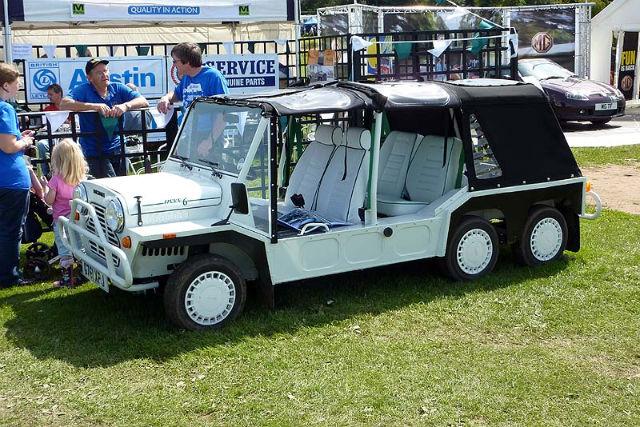 6-wheeled Mini Moke