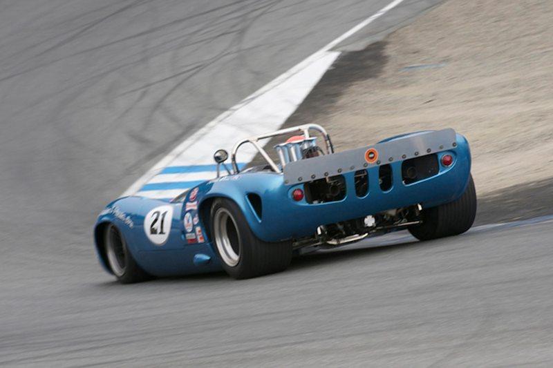 Mark Hamilton-Peters' Lola T70 Spyder in the Corkscrew.