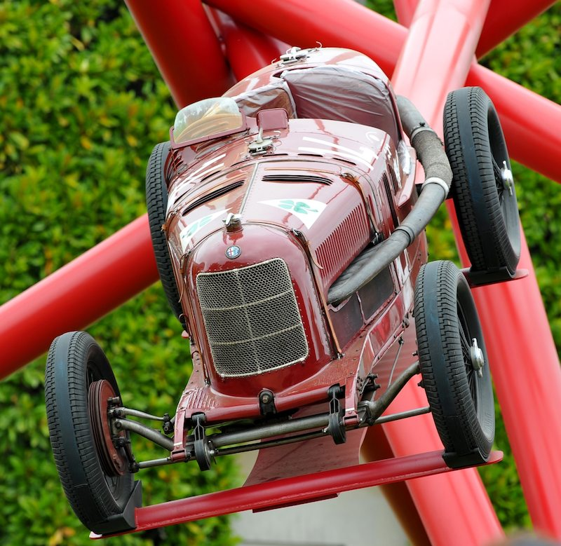 Alfa Romeo P2 on Cloverleaf Sculpture