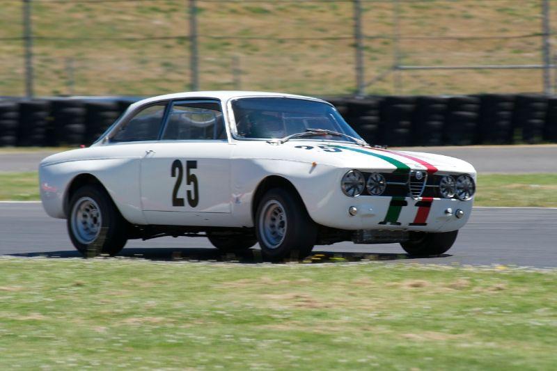 Alfa Romeo GTAM driven by Fred Della Noce.