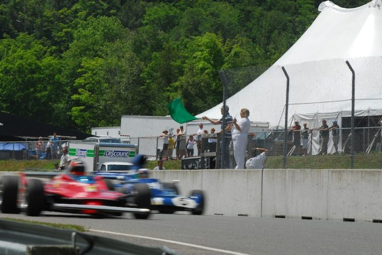 Jacques Villeneuve gives the green to Historic Grand Prix.