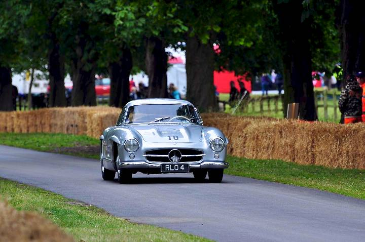mercedes-benz-gullwing-driven-by-former-tt-winner-stuart-graham