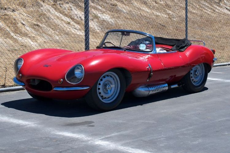 Just sitting in the pits - Jaguar XKSS