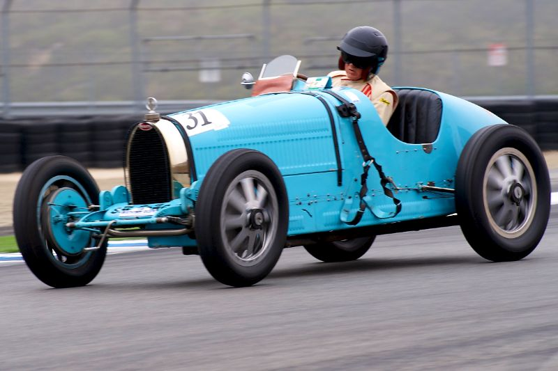 Peter Giddings takes his 1926 Bugatti Type 35B to second place.