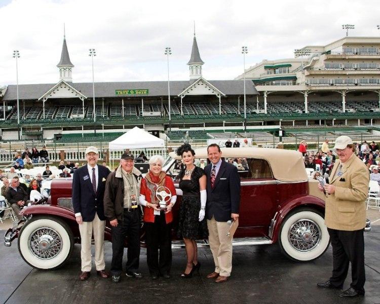 Grand Marshal's Award - 1933 Duesenberg Convertible Sedan Berline Gene & Sally Perkins Greenwood, IN