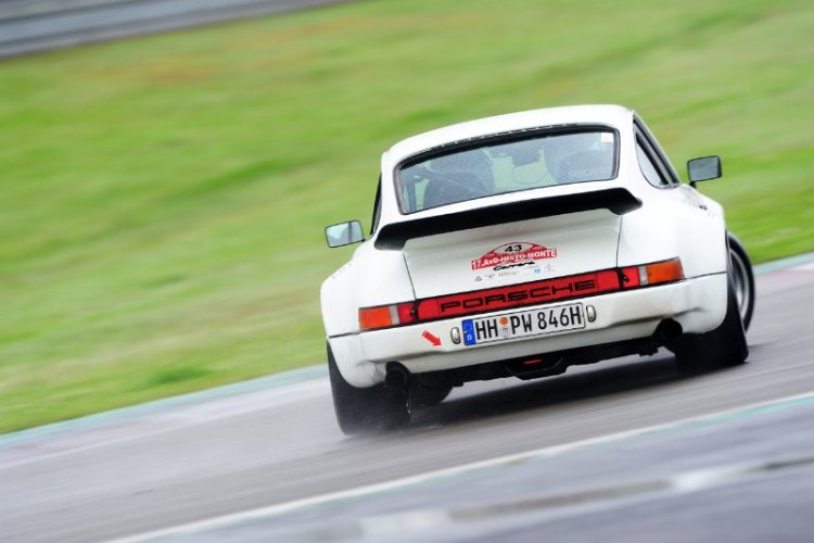 Opposite lock on Porsche 911 Carrera