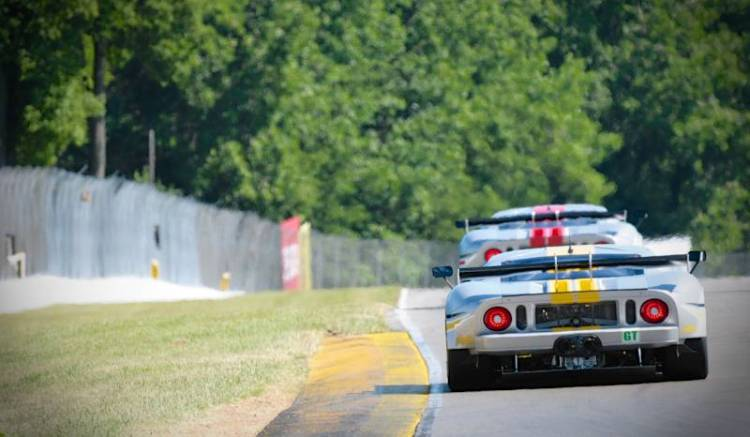 Robertson Racing- on the Back Straight.