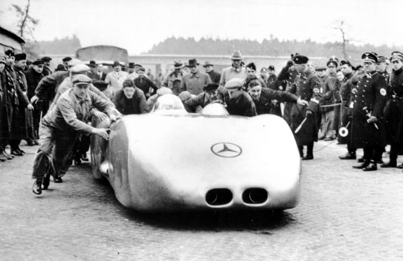 Absolute record: on 28 January 1937, Rudolf Caracciola (pictured here before the start) set two speed records for public roads that still stand today in the W 125 with twelve-cylinder engine and full cladding on the autobahn near Darmstadt