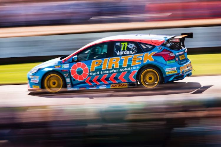 Ford Focus ST BTCC Shootout Photo: Drew Gibson