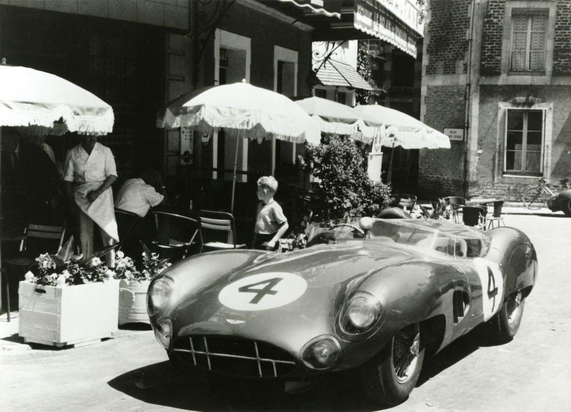 Aston Martin DBR1 of Stirling Moss (GB) and Jack Fairman (GB)