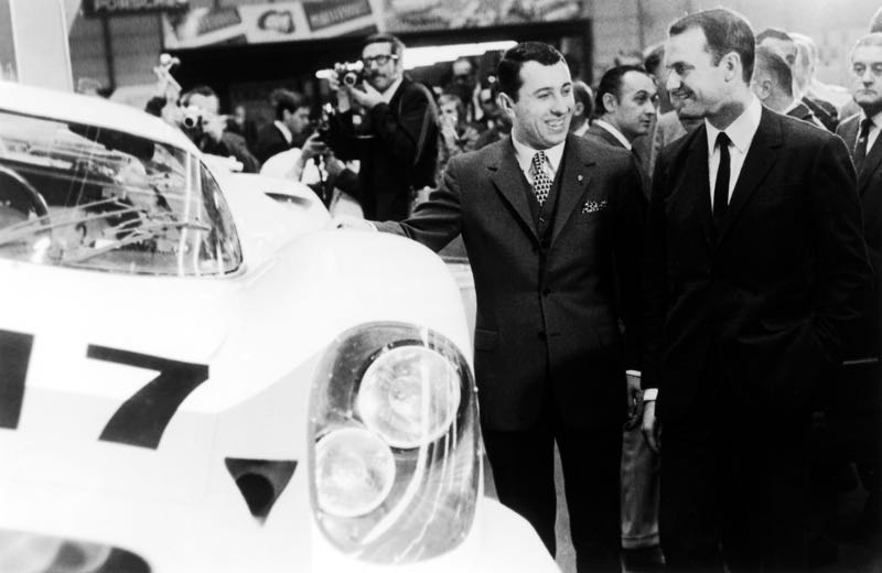 Ferdinand Piëch (right) together with Gerhard Mitter at the world premiere of the Porsche 917 at Geneva in 1969.