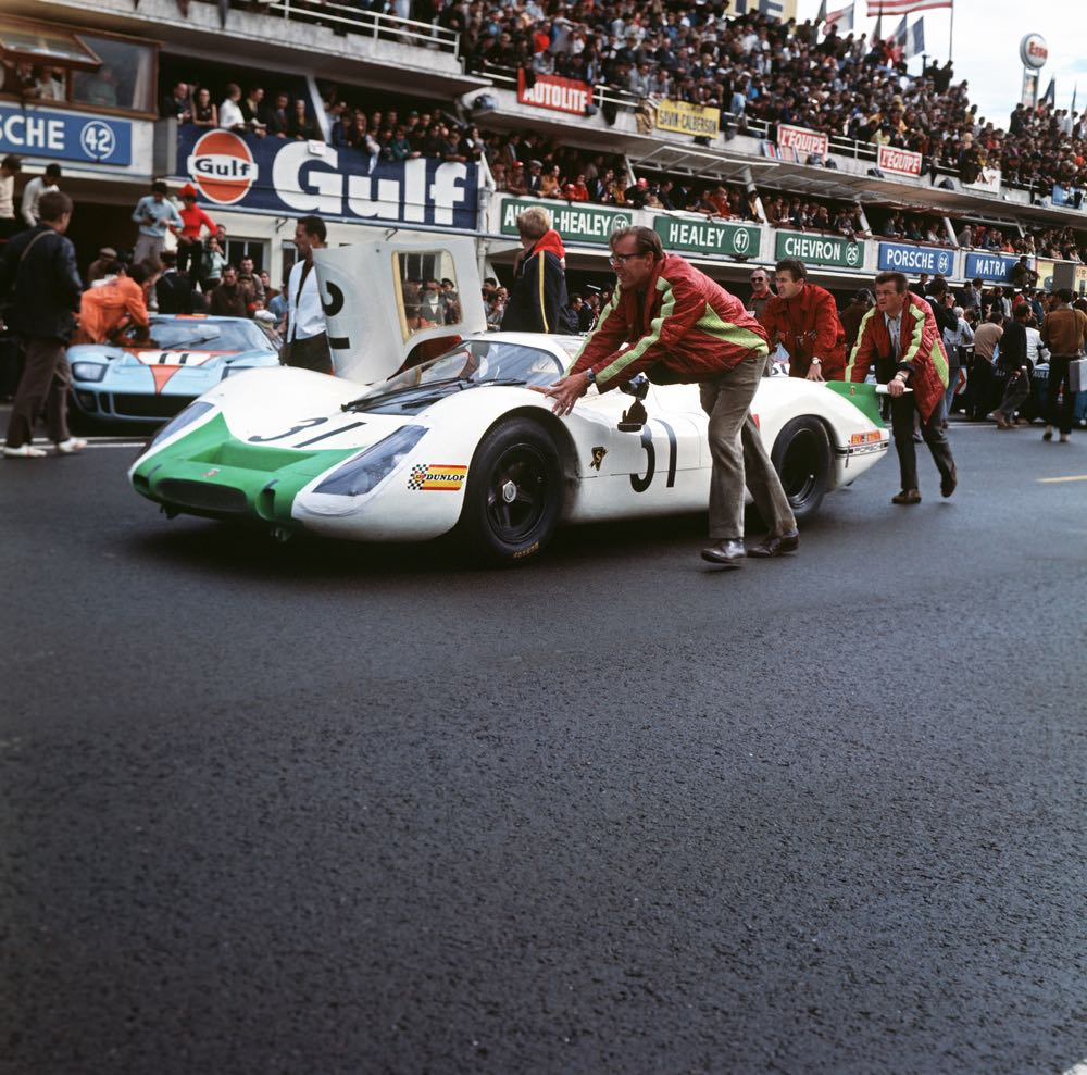 1968 24 Hours of Le Mans; No. 31: Jo Siffert and Hans Herrmann with Porsche 908 LH Coupe; at the rear Hans Mezger