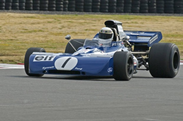 Tyrrell F1 (004) driven by John Dimmer into Turn 1.