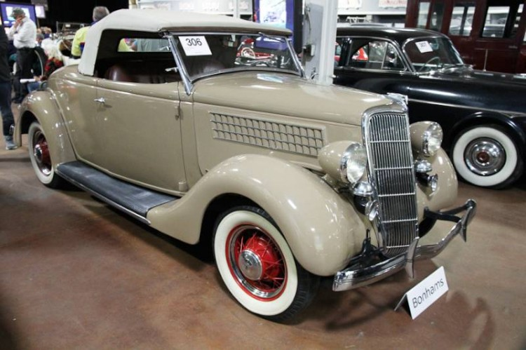 1935 Ford Model 48 Deluxe Roadster