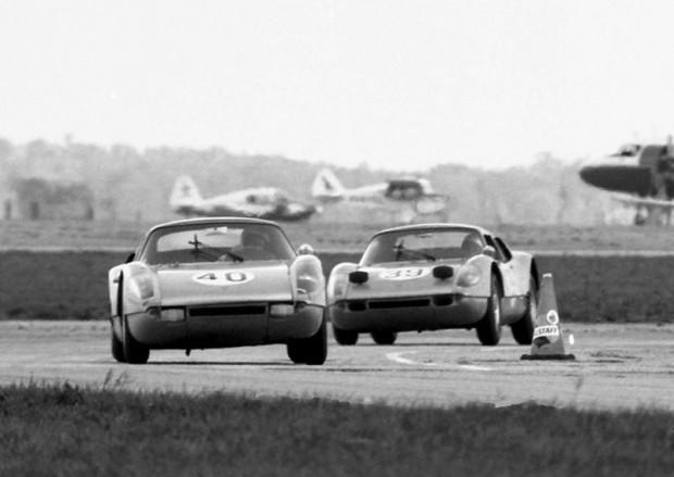 #40 Porsche 904 GTS - #39 Porsche 904 GTS