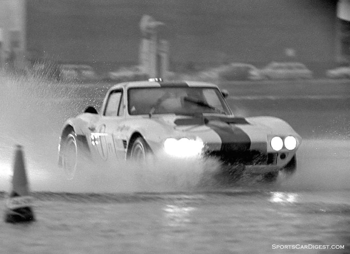 Delmo Johnson and Dave Morgan did finish the race in this Gran Sport Corvette, but in 36th. (photo: Dave Nicholas)