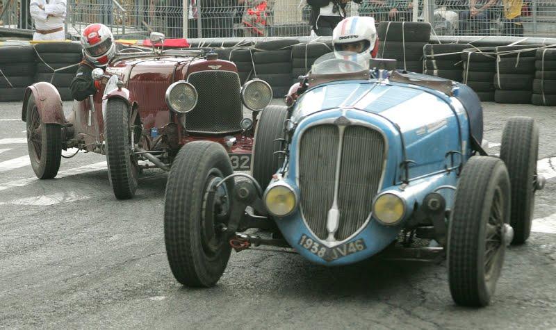 Circuits des remparts historic car race at angouleme for Garage des remparts etampes