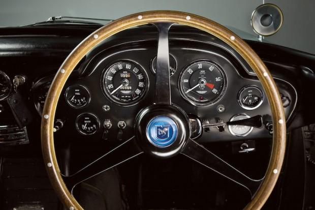Aston Martin DB5 James Bond Movie Car - Dashboard