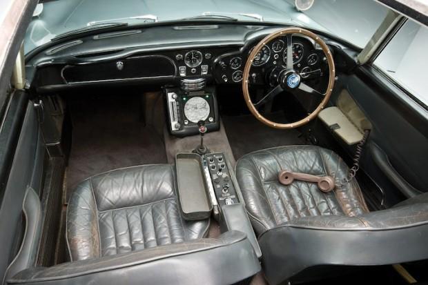 Aston Martin DB5 James Bond Movie Car - Interior