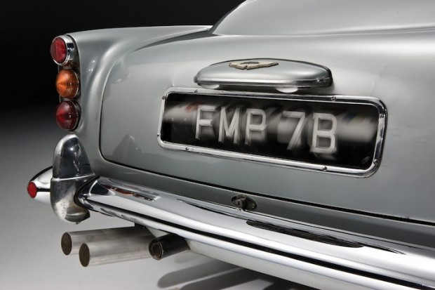 Aston Martin DB5 James Bond Movie Car - Revolving Number Plates