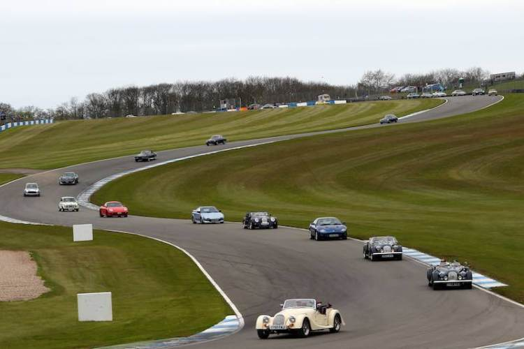 Car clubs on parade. Image: Matt Sayle