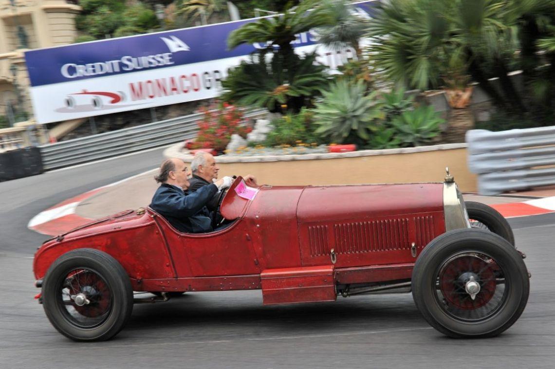 Alfa Romeo RL taking demonstration laps