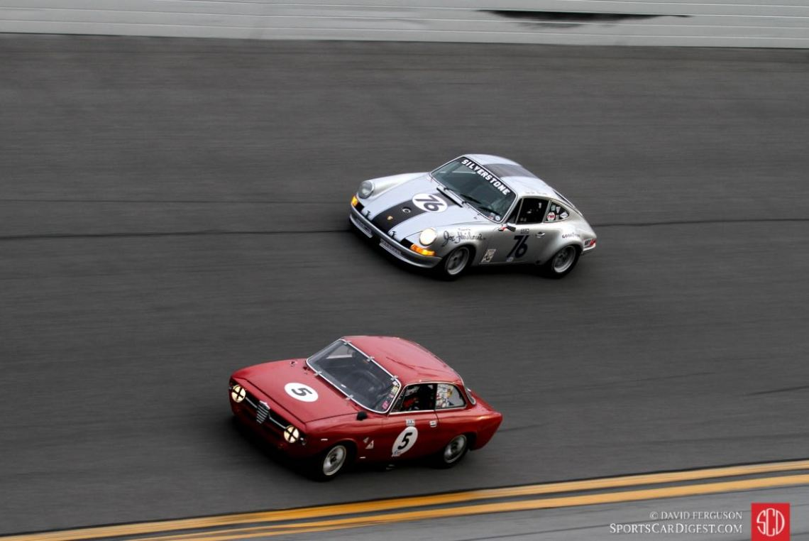 DeDantis/Moore 67 Alfa GT takes the low groove, giving room to the approacing Tom O'Callaghan/Bruce Ellsworth driven 72 Porsche 911