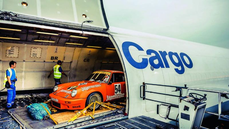 Porsche 911 RSR 3.0 in the belly of a Lufthansa cargo plane