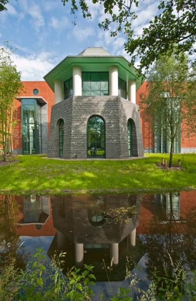 Louwman Museum, octagonal pavilion