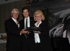 Rick Mears (left), with Derek Hill and Alma Hill, receiving the Phil Hill Award