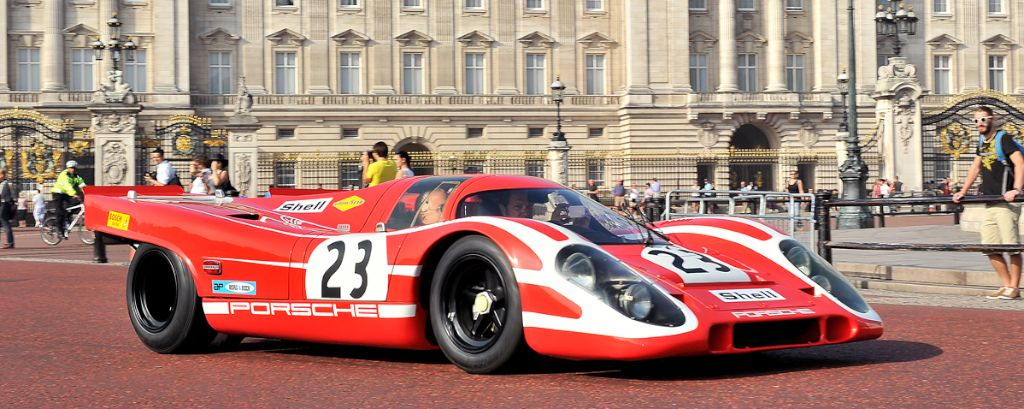 1969 Porsche 917K in front of Buckingham Palace