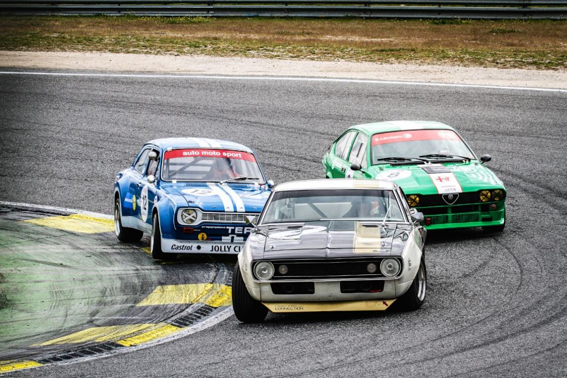 Great battle in the Heritage Touring Cup class