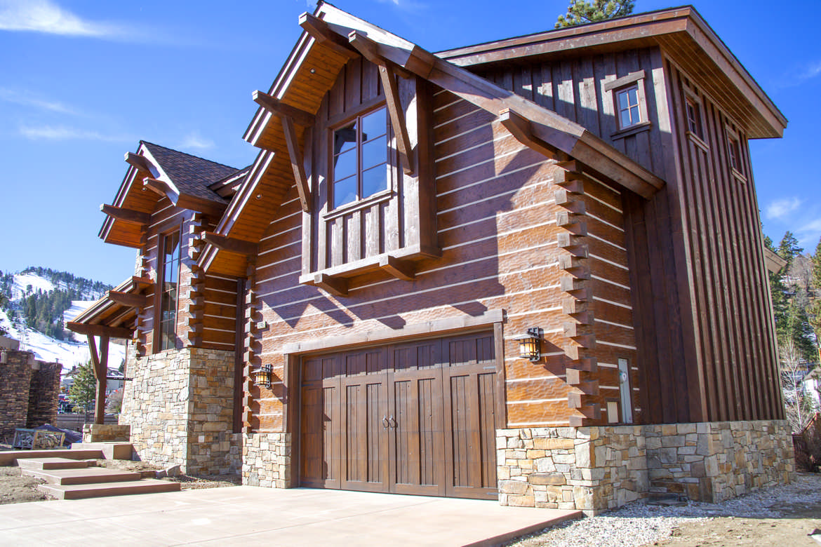 How To Choose The Best Log Home Stain For Your Cabin