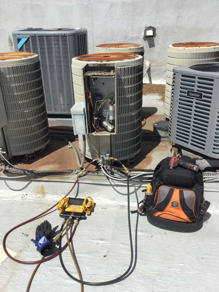 Fountain Valley, CA - Intermittent AC failure, troubleshooting at condenser