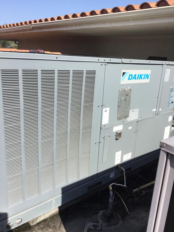 Buena Park, CA - Preventive maintenance or commercial package unit