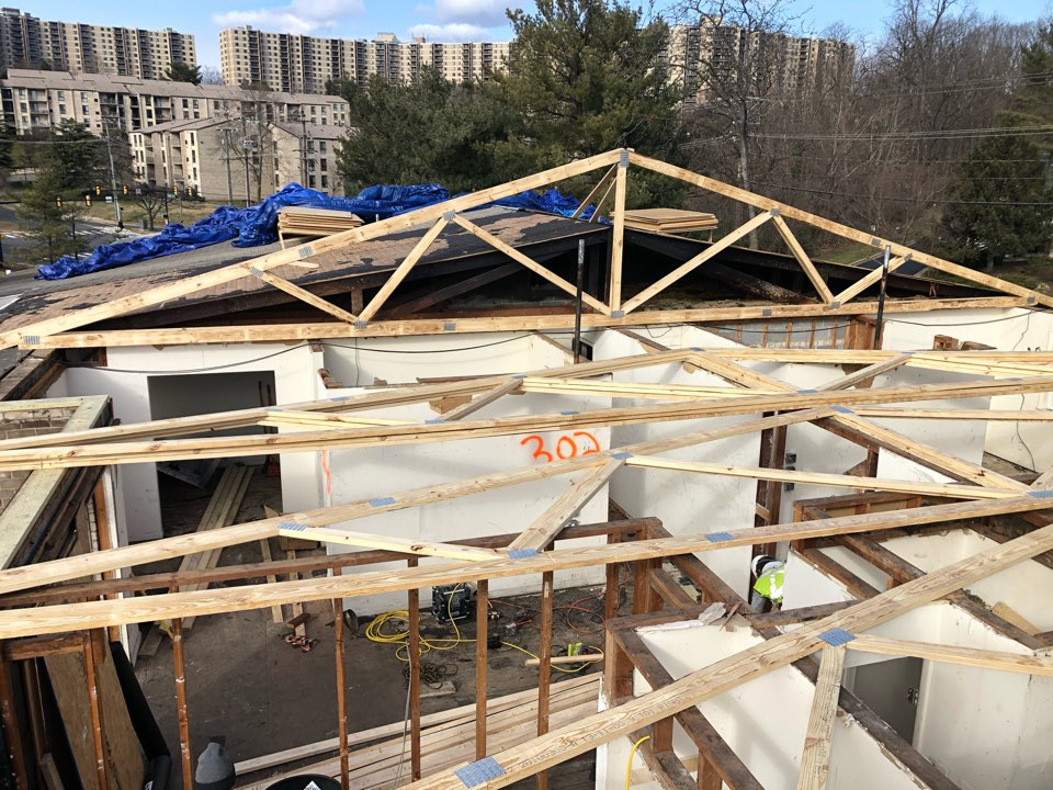 Alexandria, VA - Removing the roof truss from apartment