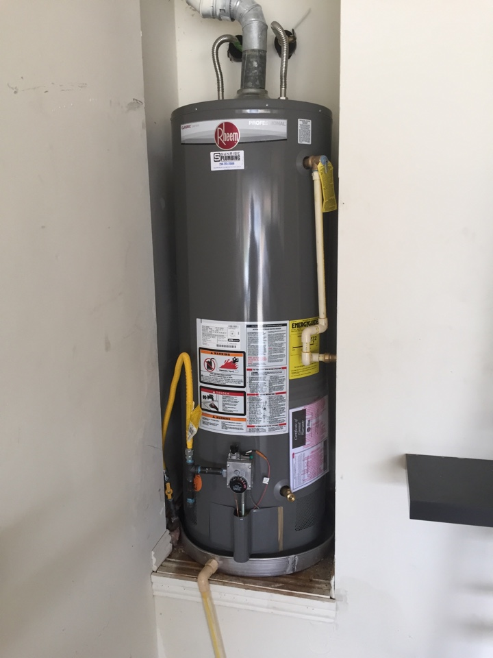 Sachse, TX - Water heater repair. Install new 50 gallon gas water heater in garage. Sachse plumbers