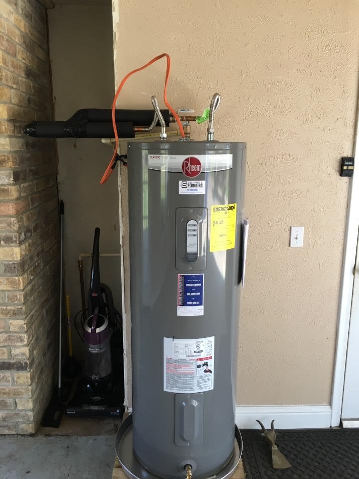Murphy, TX - Water heater repair. GE water heater leaking in garage. Install new Rheem water heater with 12 year warranty. Murphy Plumber