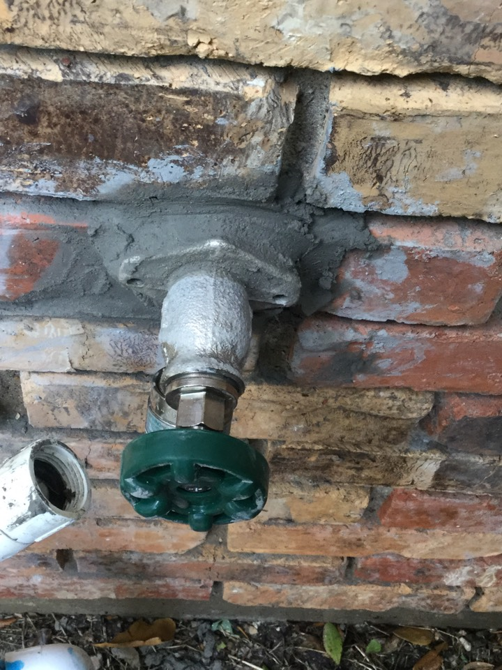Rowlett, TX - Frostproof faucet in backyard is constantly running.install new frostproof faucet with mortar around posit