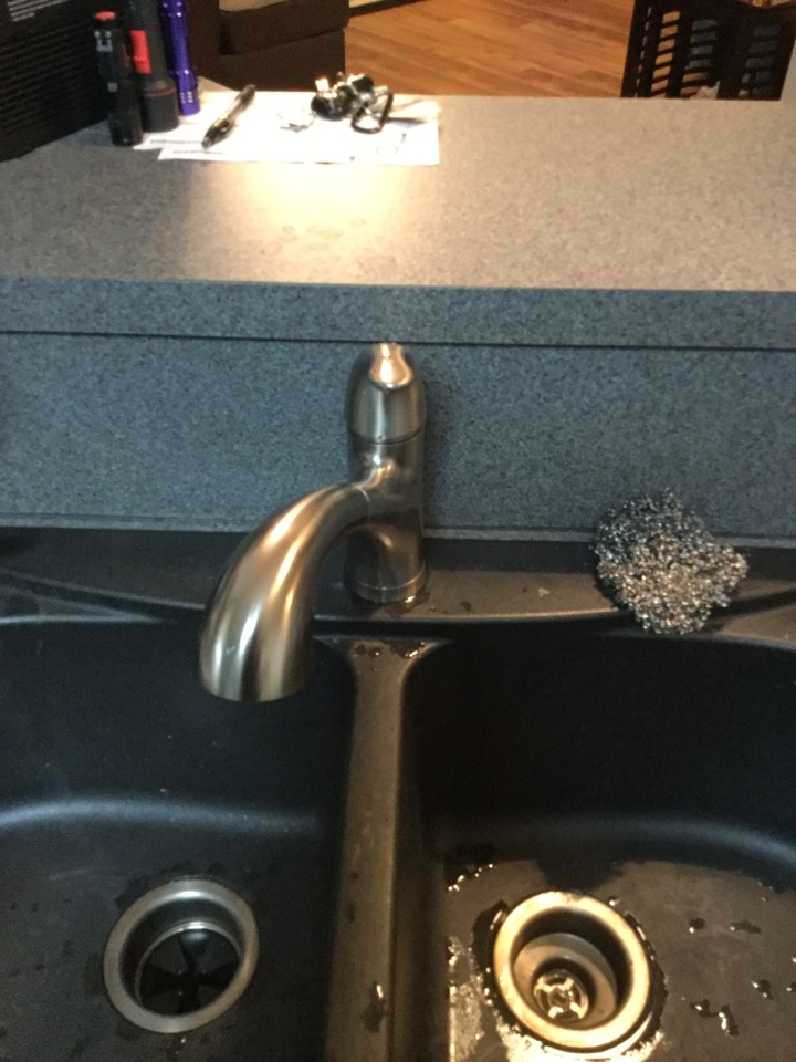 Allen, TX - Kitchen sink faucet is not working properly. Needs repair. Install new kitchen sink faucet. With new garbage disposal Allen plumbers