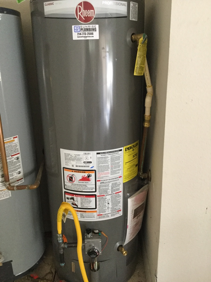 Richardson, TX - 50 gallon gas water heater in garage is leaking from top needs repair. Install new 50 gallon Rheem professional water heater in garage. Rockwall plumbers