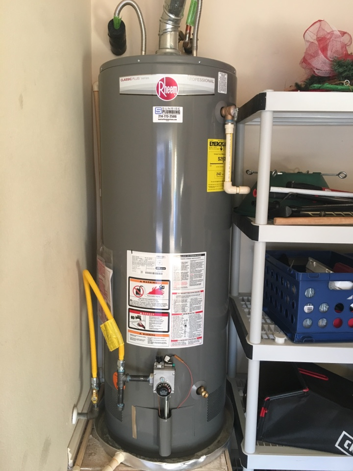 Rowlett, TX - Bradford white water heater leaking at 5 years old. Needs replacement not repair can be made. Install new Rheem water heater with 8 year warranty.