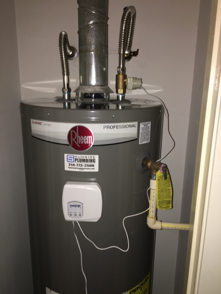 Dallas, TX - Bradford white water heater not producing hot water. Install new Rheem water heater with flood stop device