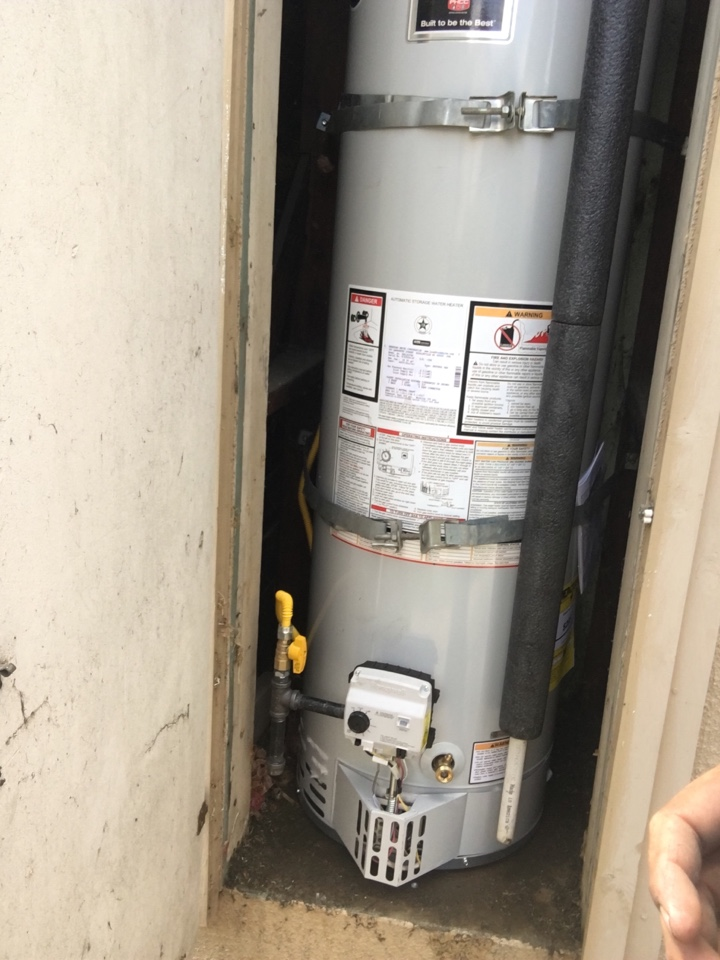 West Covina, CA - Alpine plumbing removed old water heater and replaced with brand new 40 gal Bradford white