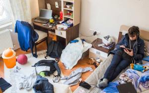 messy bedroom effects living surroundings greater think many than negative health