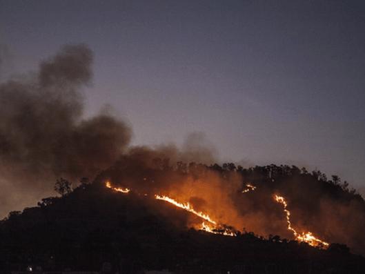 PGJDF investiga causas de incendio en el Cerro de la Estrella