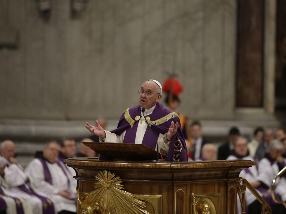 El papa anuncia un Año Santo extraordinario desde el 8 de diciembre