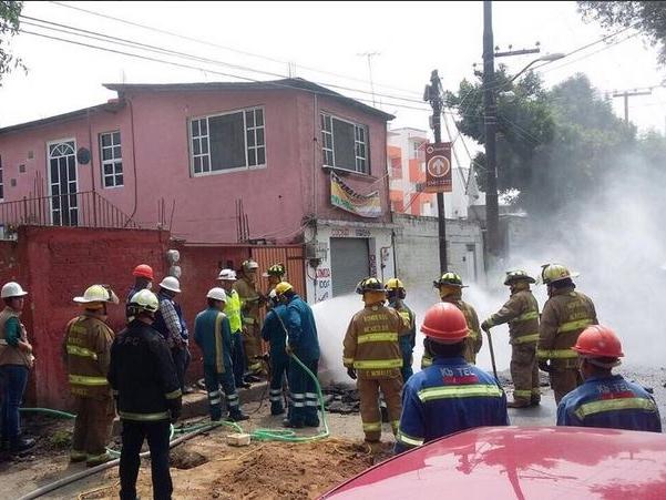 Bomberos controlan fuga de gas natural en Azcapotzalco
